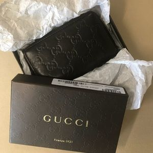 Gucci Signature Card Case (Wallet)